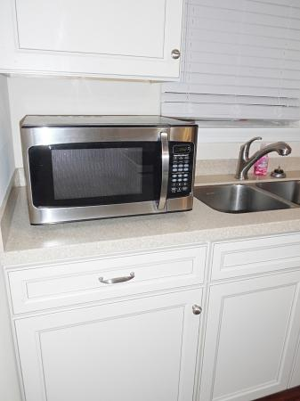 Click to enlarge image A new microwave for your quick snacks - FISHERMAN'S DELIGHT - Large two bedroom cottage bungalow��with screened porch