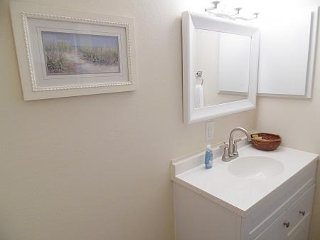 Click to enlarge image Attached 2nd bathroom - FISHERMAN'S DELIGHT - Large two bedroom cottage bungalow��with screened porch